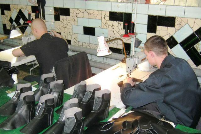 Ставропольские заключённые изготовили почти 6,5 тысяч пар обуви