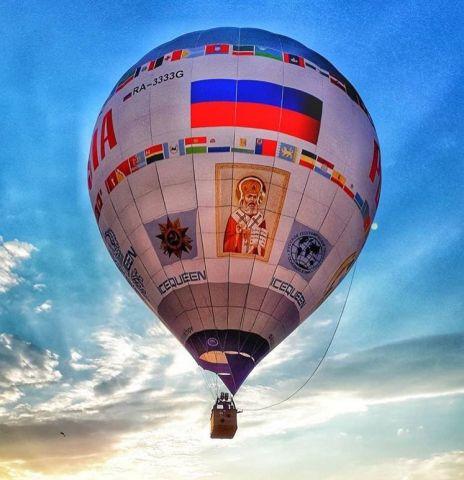 В небо над Железноводском подняли огромный тепловой аэростат «Россия»