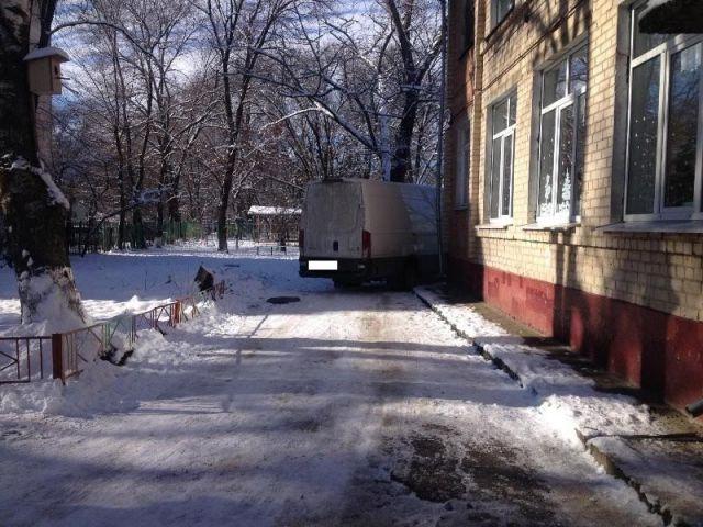В детском саду на Ставрополье водитель автофургона сбил 5-летнюю девочку