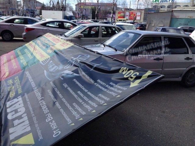 В Ставрополе сильный ветер срывает металлоконструкции и валит деревья