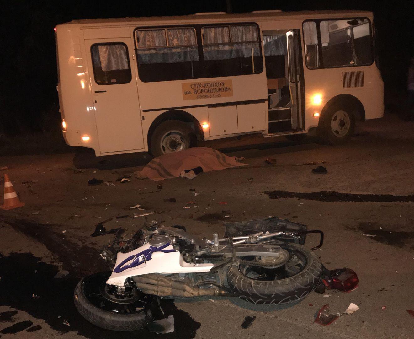 Двое погибли вДТП смотоциклом ипассажирским автобусом наСтаврополье
