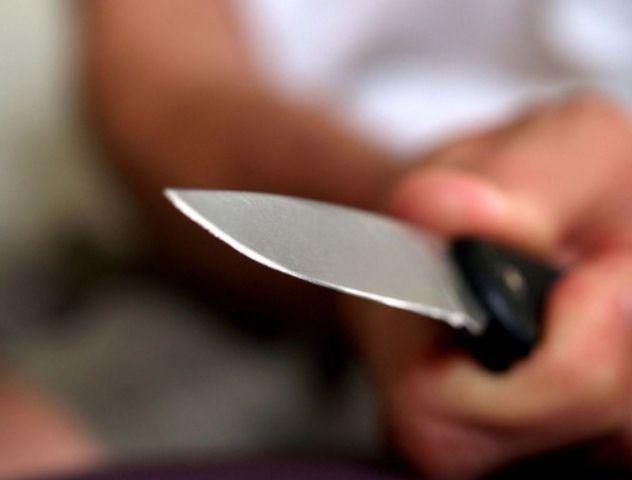 Житель Ставрополья ударил ножом в спину 15-летнюю девушку