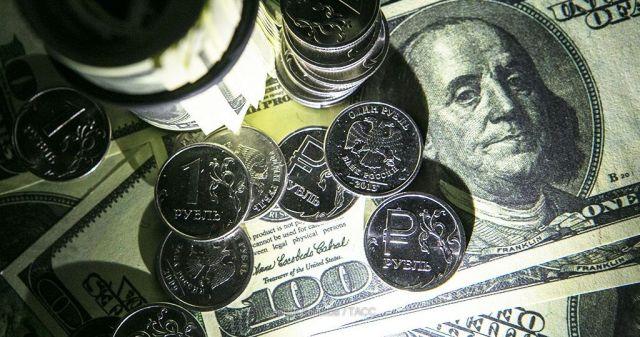 Впервые с 2016 года доллар превысил 66 рублей