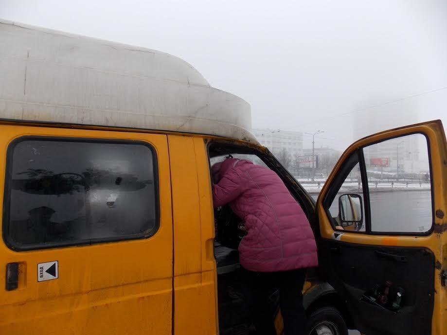 ВПятигорске девушке-инвалиду защемило палец дверью автобуса