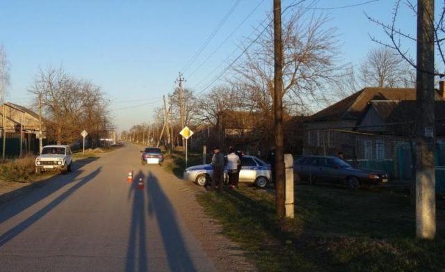 В Георгиевском районе оставленный без присмотра взрослых ребёнок попал под машину