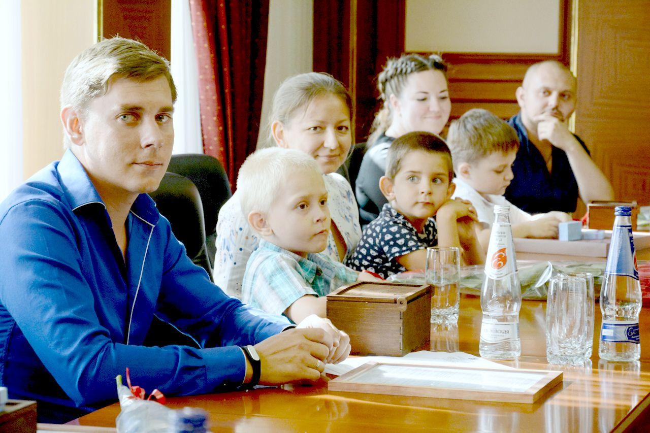 Первые в этом году молодые семьи Ставрополя получили жилищные сертификаты