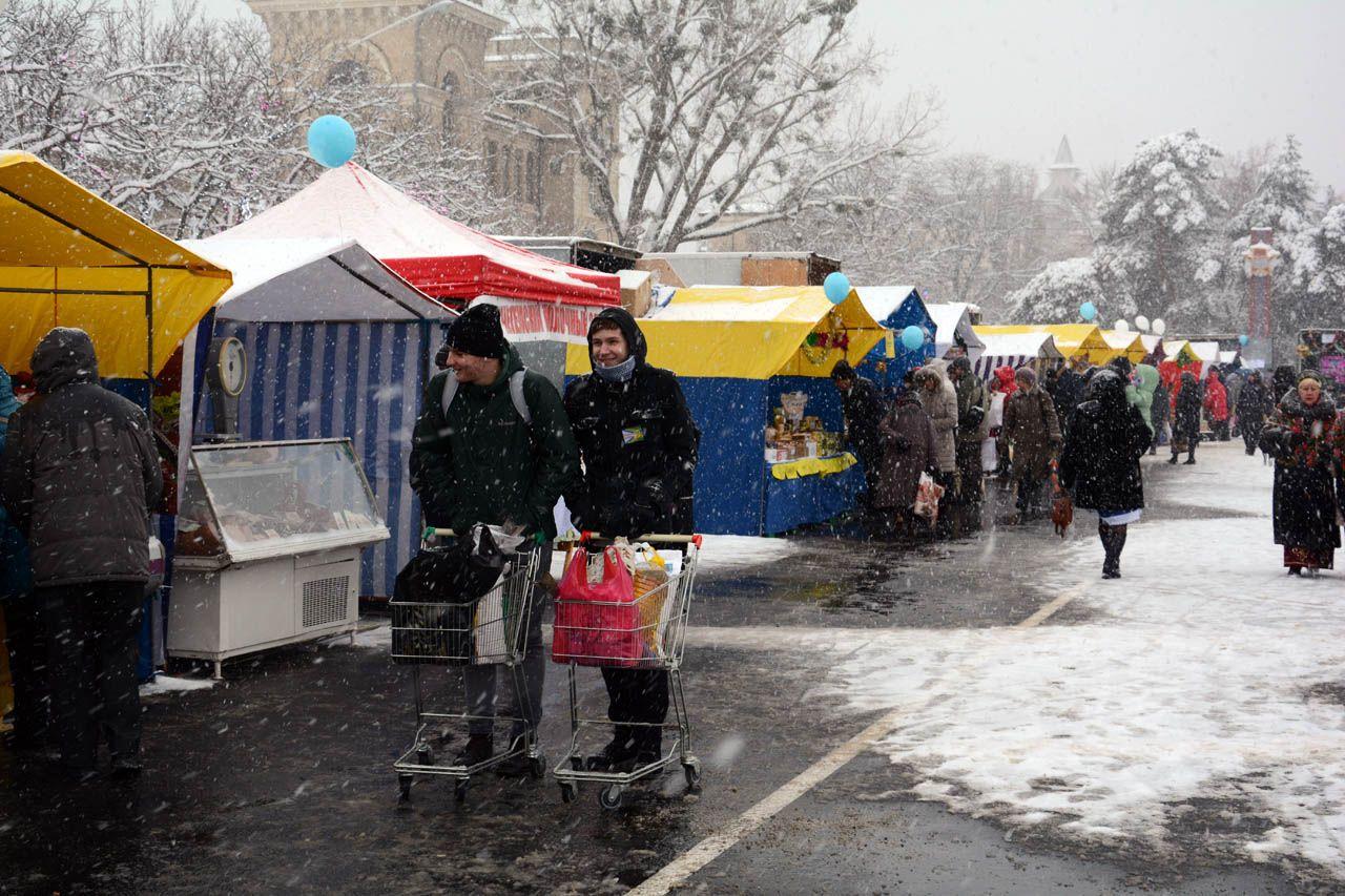 Тысячи ставропольчан посетили предновогоднюю ярмарку вцентре города
