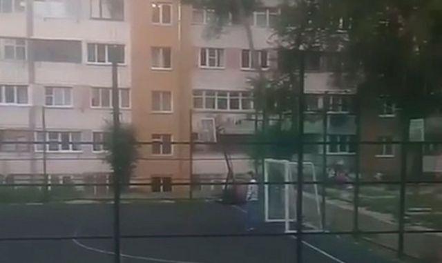В Кисловодске на ребёнка упали железные футбольные ворота