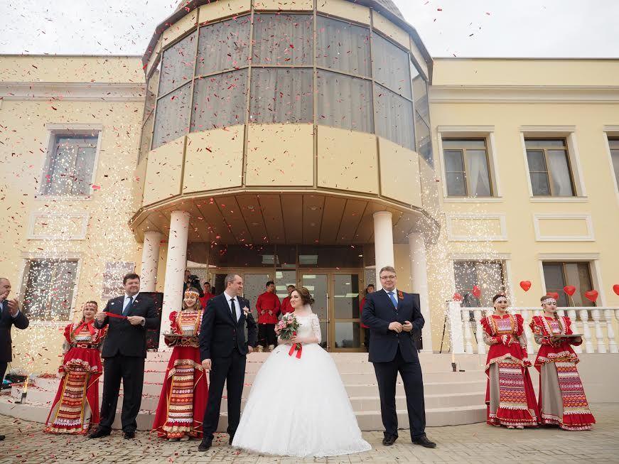 В Невинномысске открылся новый Дворец бракосочетания