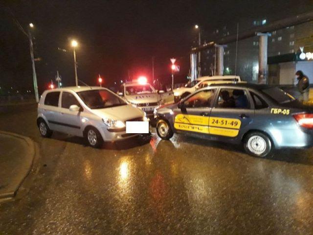 В Ставрополе произошла авария с четырьмя машинами, пострадала женщина