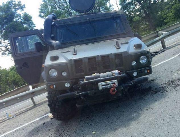 Под Ставрополем военная бронемашина протаранила отбойник