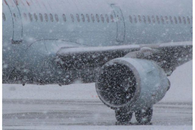 Из-за сильного снегопада в Москве отменены два рейса в Ставропольский край