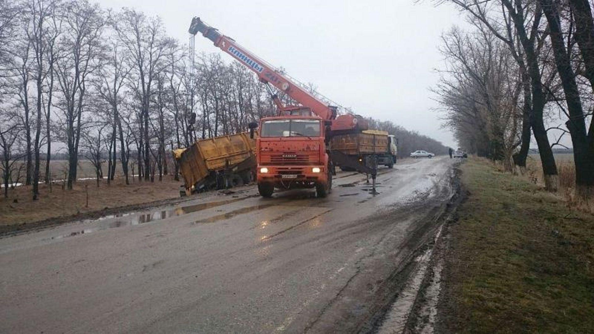 НаСтаврополье грузовой автомобиль врезался в легковую машину, есть пострадавшая