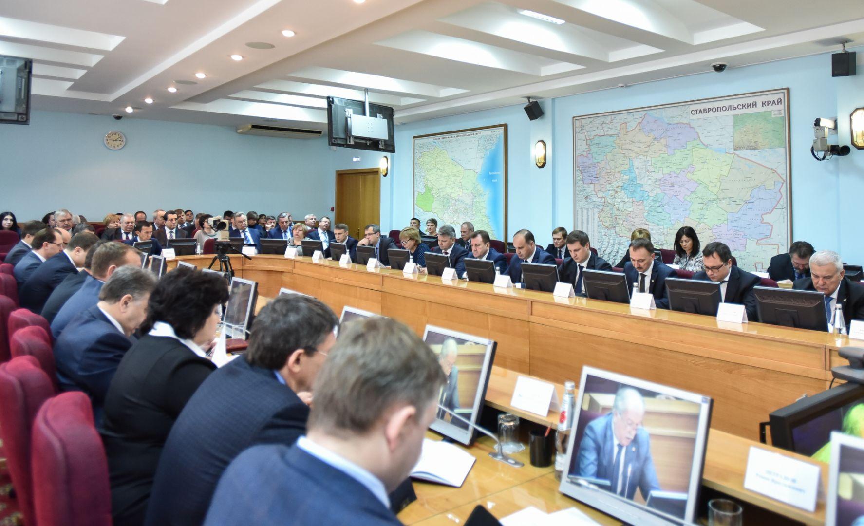 В руководстве Ставропольского края обсудили подготовку кновогодним праздникам