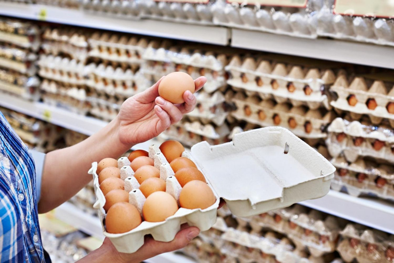 Яйца в магазинах России стали продавать девятками