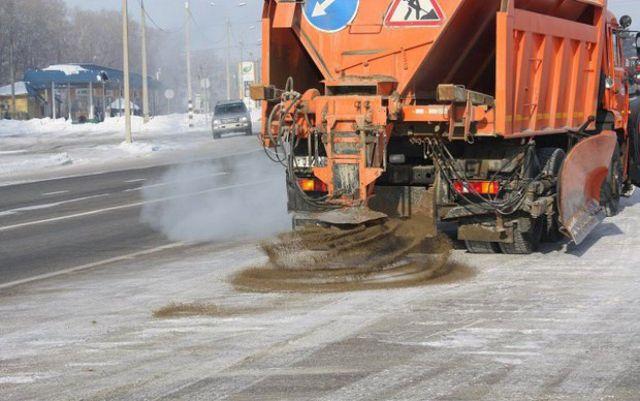 В пяти регионах Северного Кавказа за сутки израсходовали более трёх тысяч тонн песко-соляной смеси