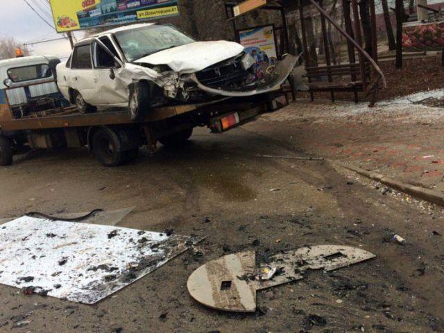 В Ставрополе водитель Daewoo Nexia протаранил остановку