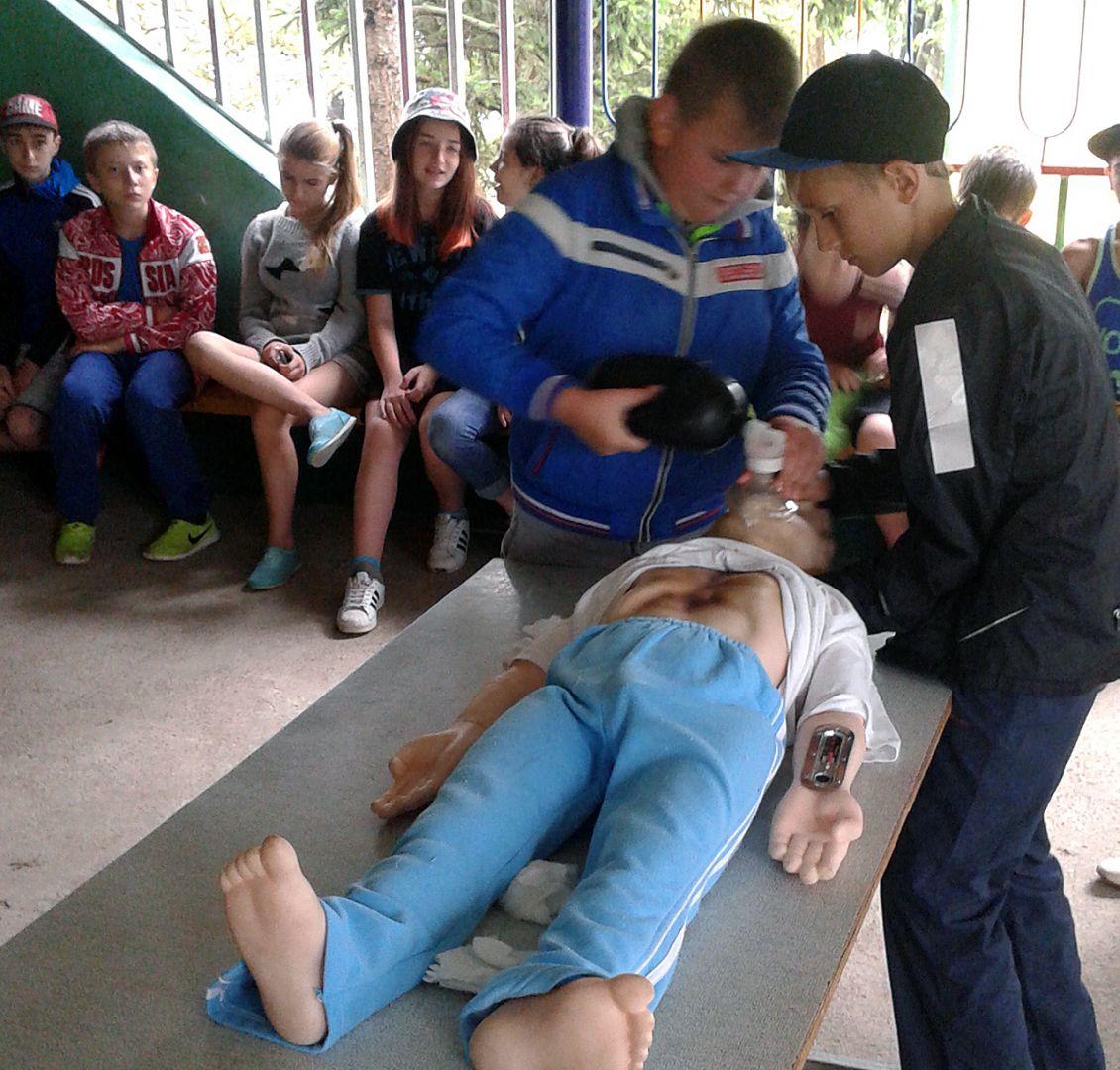 Центр медицины катастроф учит ставропольских ребят оказывать первую помощь пострадавшим