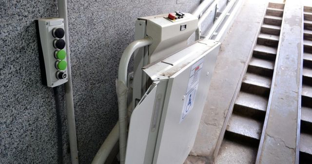 Подъёмник для инвалидов сломали вандалы в переходе Ставрополя