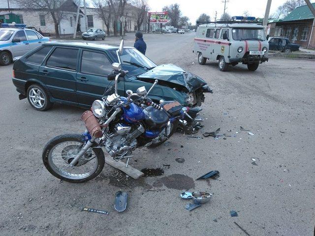 Ставропольского мотоциклиста от смерти вДТП спас шлем