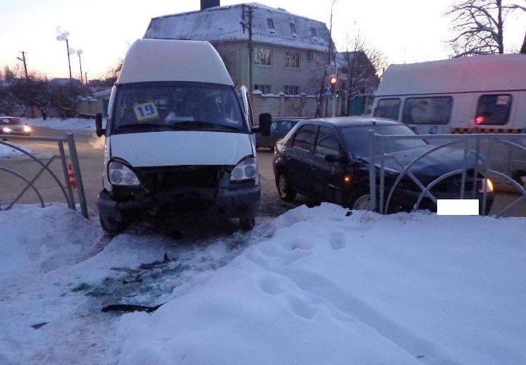 ВСтаврополе пассажирка маршрутки пострадала вДТП