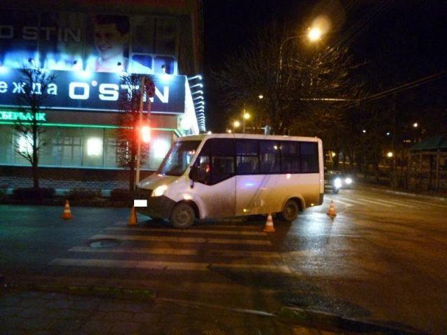 В Ставрополе водитель маршрутки на пешеходном переходе сбил женщину