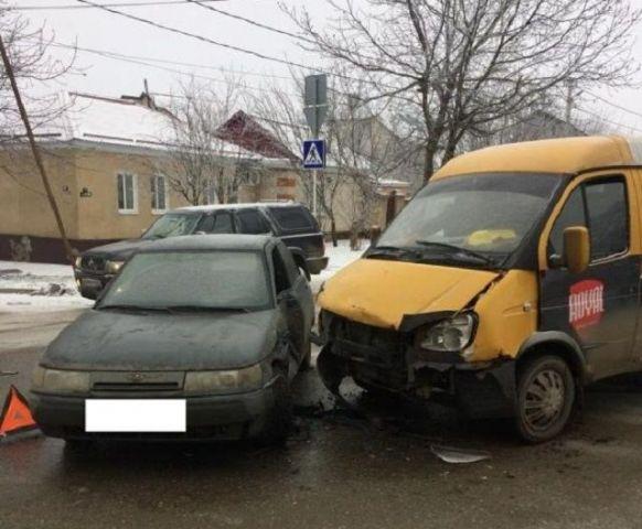 В Ставрополе столкнулись маршрутка и легковой автомобиль