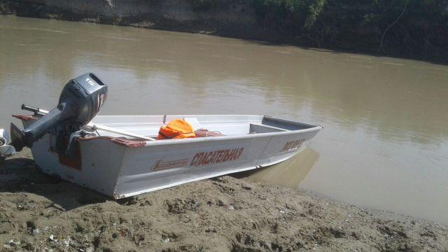 Спасатели второй день ищут утонувшего в реке Кума
