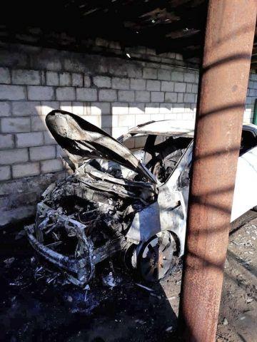 Ночью на Ставрополье сгорела машина, диван и холодильник