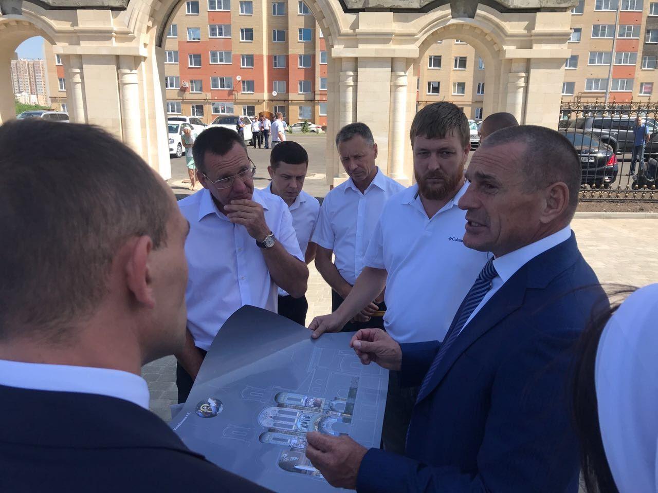 В Ставрополе Почётный строитель РФ Юрий Иванов награждён Советом Федерации