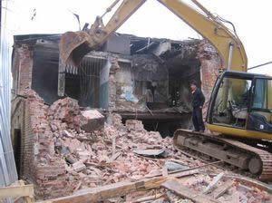 Незаконно построенное здание в Ставрополе сносят впервые
