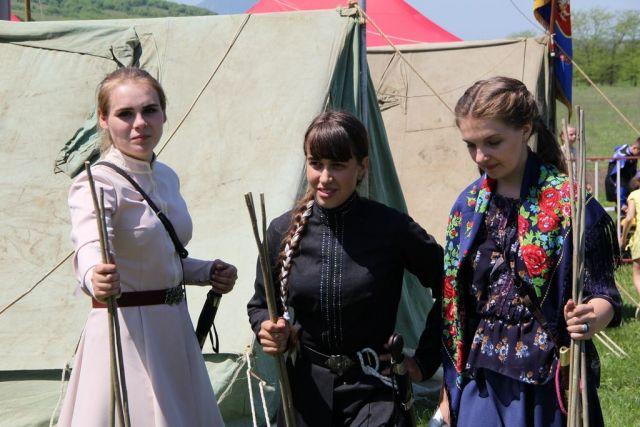 Впервые на Ставрополье девушки-казачки показали мастерство владения шашкой