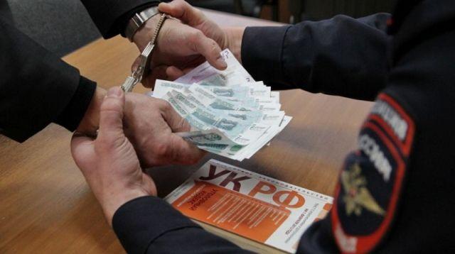 В Курском районе мужчина подозревается в даче взятки сотруднику полиции