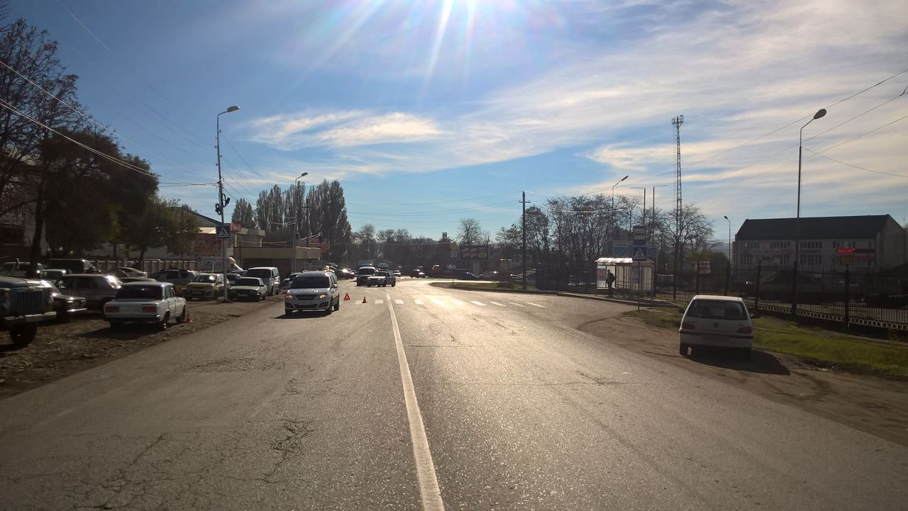 ВПятигорске шофёр легковушки сбил 21-летнюю девушку