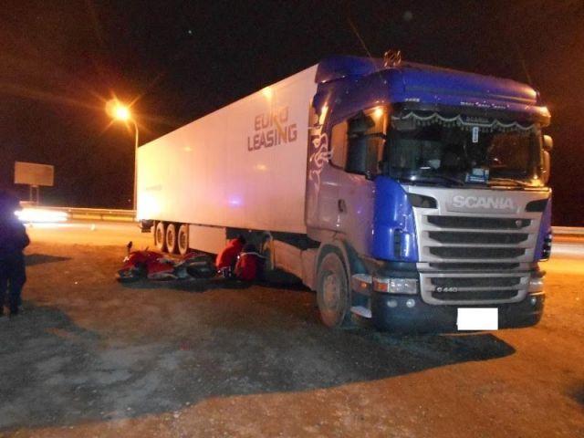 На Ставрополье при столкновении с грузовой фурой погиб мотоциклист