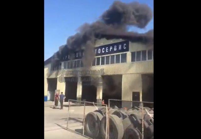 Вблизи Ставрополя загорелся грузовой автосервис