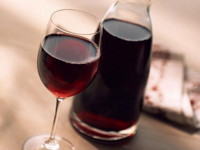 В Ставропольском крае у пенсионерки в новогодние праздники украли 50 литров домашнего вина