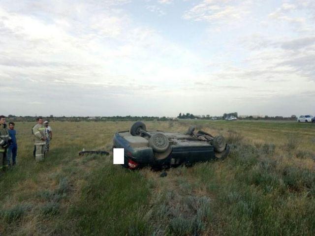 На Ставрополье перевернулась легковушка, три человека пострадали