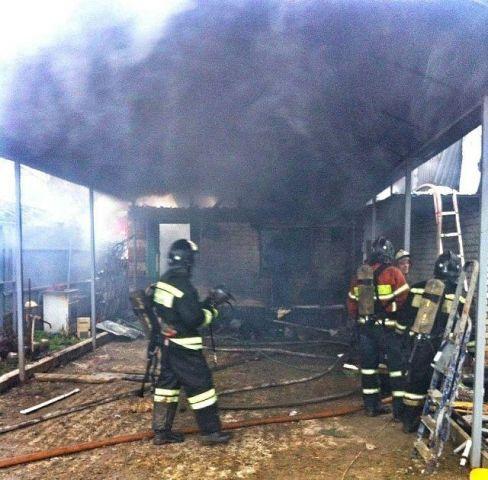 В Ставрополе загорелся дом в дачном товариществе
