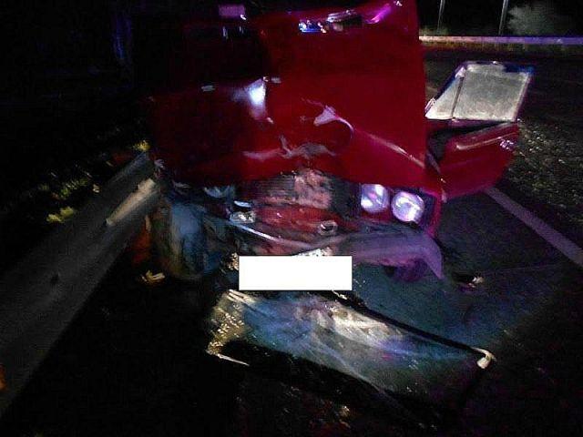 На Ставрополье лишённый прав водитель погиб, врезавшись в стоящий автомобиль