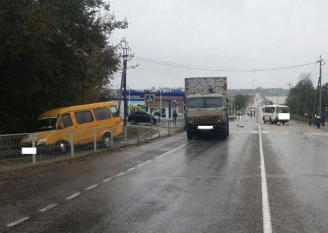 В Будённовском районе столкнулись автобус, маршрутка и КамАЗ