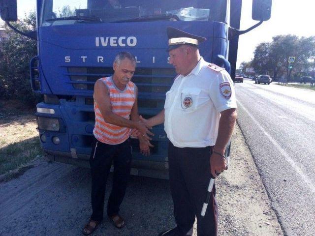Ставропольские автоинспекторы оказали помощь водителю большегруза