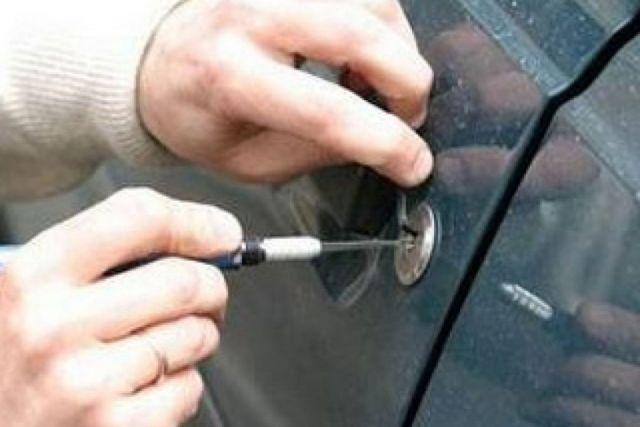 Двое жителей соседнего региона подозреваются в угоне автомобиля на Ставрополье
