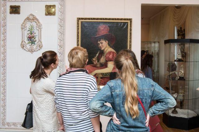 Жители Ставрополя любуются новой выставкой «Поднебом Греции»