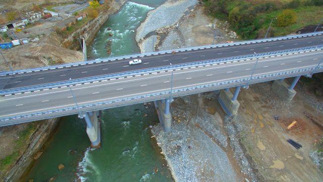 В КЧР прошла церемония открытия мостового перехода, который связал Домбай и Архыз с Кавминводами