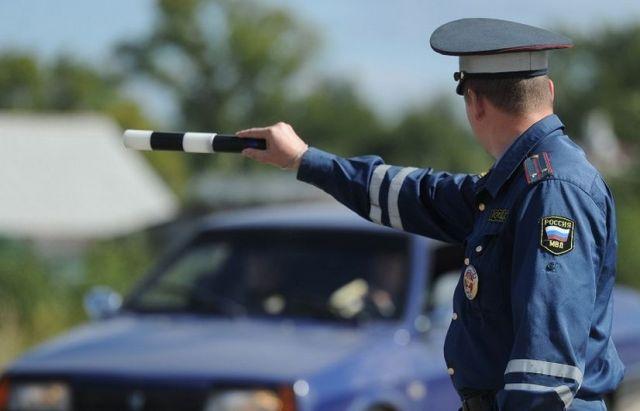 Житель Ставрополья пытался убежать от автоинспекторов, бросив автомобиль
