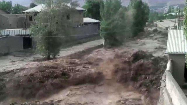 Сотни туристов оказались заблокированы селем в горах Кабардино-Балкарии