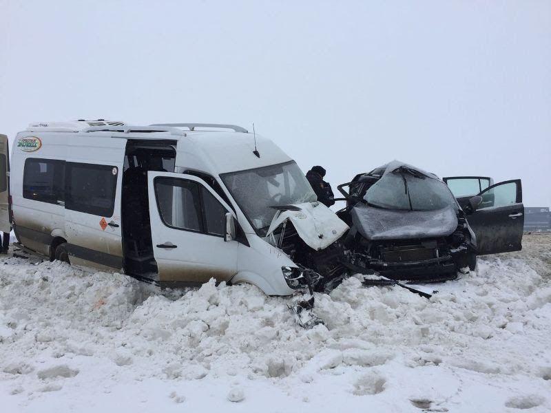 Рейсовый микроавтобус попал вавтоаварию наСтаврополье, есть пострадавшие ипогибший