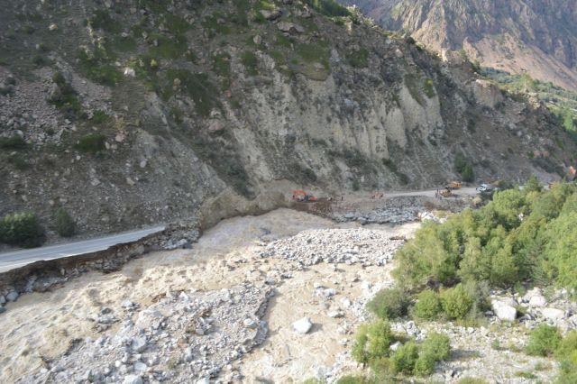 Дорожные службы приступили к работам в русле реки Баксан в КБР