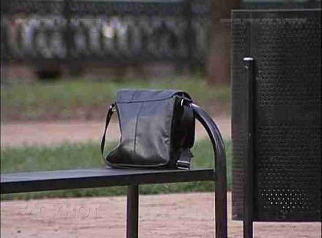 На ставропольца завели уголовное дело за кражу забытой на лавочке сумки с деньгами
